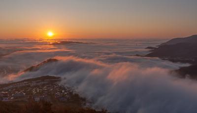 Утренний туман над городом камчатка рассвет туман утро