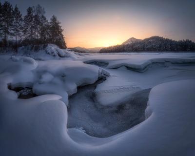 На пороге весны алтай горный манжерок нижняя катунь горная река горы снег зимняя сказка февраль закат сумерки сосны берег лед