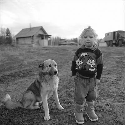девочка Манси и собака