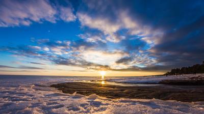 Ранняя весна финский залив лёд снег закат облака спираль небо песок море горизонт
