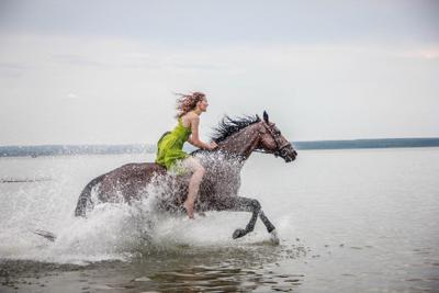 ***лети мой конь девушка красота лето