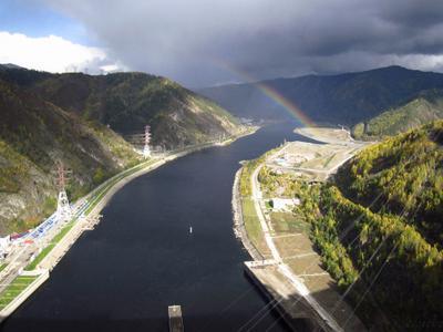 Радуга. Вид с гребня Саяно-Шушенской ГЭС река Енисей СШ ГЭС радуга горы