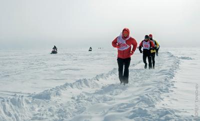 за цветами для милых дам)) Baikal Ice Marathon 2016