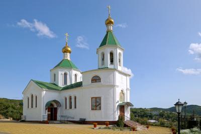 Новодел 2010 года. Церковь Ксении Петербургской в Абрау.