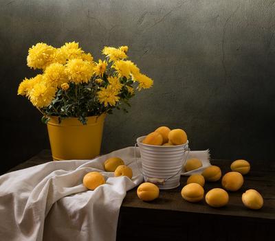 Два цвета цветы натюрморт фрукты