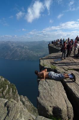 Заглянуть в пропасть Прекестулен Кафедра проповедника Норвегия Люсе-фьорд