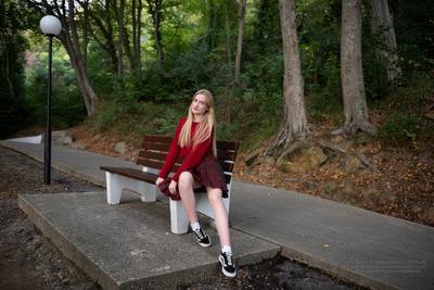 Прогулка в парке девушка парк портрет лето Сочи samitфотосайт summer блондинка