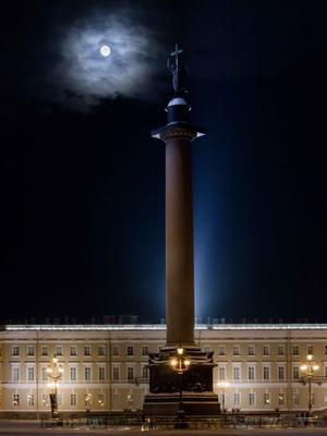 Лунная геометрия Питер дворцовая площадь луна полнолуние александрийский столп