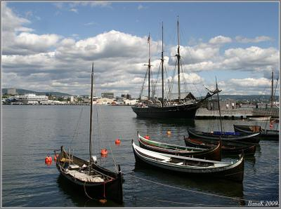 Вид на Осло с полуострова Бюгдой Осло, Бюгдой, парусник, лодки