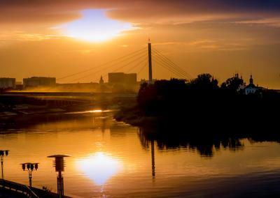 Майский вечер на Туре. Тура Тюмень закат вечер река мост влюблённых