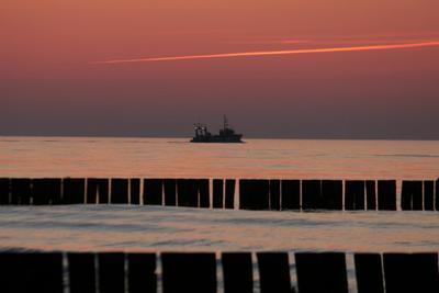 В ночь Море корабль вечер