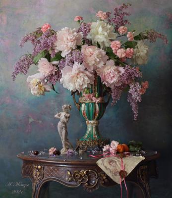 Натюрморт с цветами цветы девушка скульптура пионы сирень