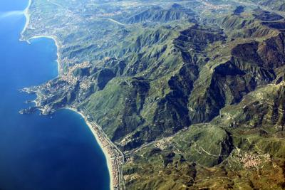 Берег моря Сицилия берег самолет