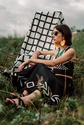 Рената Девушка поле природа мода