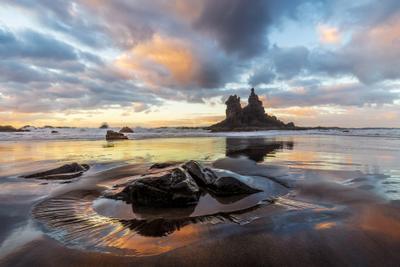 Закат в раю Испания Тенерифе Бенихо пляж закат отражения скалы океан песок камни облака