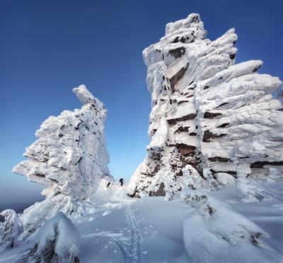 Войти в зачарованный мир Пейзаж природа Урал зима горы скалы останцы Колчимский камень Сергей Макурин
