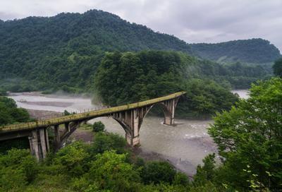 Tkvarcheli express Абхазия Ткварчели Ткуарчал Грузия заброшенный мост природа пейзаж лето лес горы