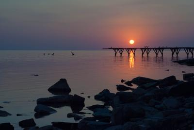 последнее тепло путешествие лето закат тепло пирс пристань камни море Россия гладь