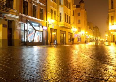 Город золотой мостовая дождь свет вечер Торунь