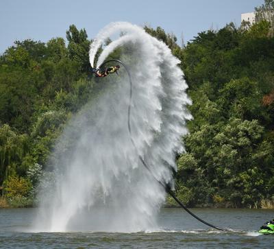 В пасти водного дракона! Водное шоу