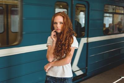 Рыжуля девушка рыжая модель портрет метро