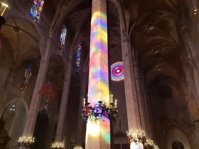 Свет Утренний свет в соборе Пальмы