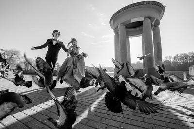 Глеб и Оля Свадьба люди улица город чёрно-белое