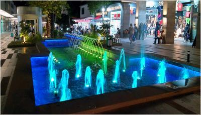 Ночная жизнь Кемера (у фонтана на ул. Лиман) Турция Кемер Лиман фонтан ночь магазины отели октябрь
