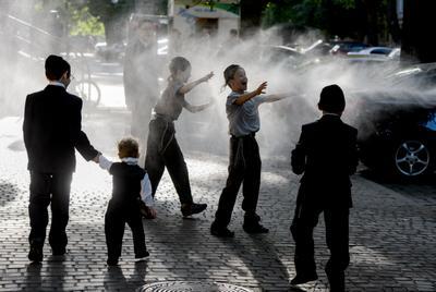 на ул Еврейской*** лето жара дети