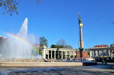 Вена, Шварценбергплац, памятник Красной Армии