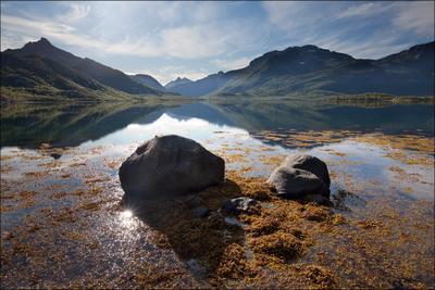 Про солнце, прячущееся за камнями