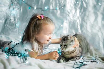 Дай я тебя поцелую! девочка кошка настроение