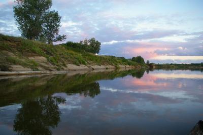Возвращаясь с вечерней рыбалки. река чулым вода берег песок небо облака закат вечер