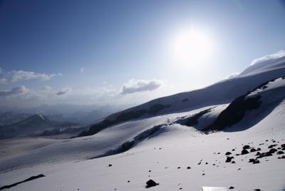 С приюта Горы, Эльбрус, снег, солнце