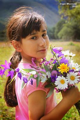 Натали и букетик полевых цветов