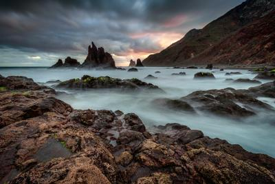 Пробуждение Испаня Тенерифе Бенихо рассвет лучи скалы облака океан пляж песок небо вода