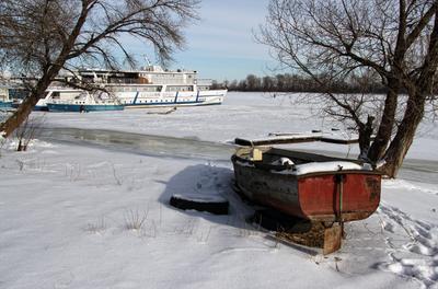 На зимней стоянке зима корабль лодка стоянка река январь