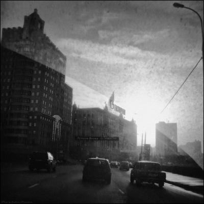 *... утро, улица, фонарь, Газпром, или: вспомним Первое Апреля 2010 года в 7 утра...* фотография путешествие Москва весна 1 апреля 2010 года Фото.Сайт Светлана Мамакина Lihgra Adventure