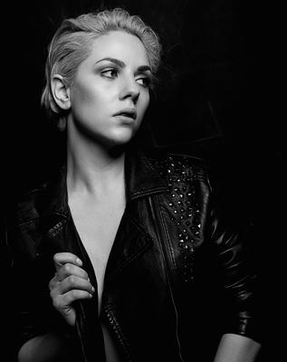 Джессика девушка черно-белое портрет
