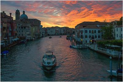 Венеция город,закат,небо,облака,катер,вода,причал