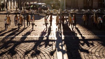Велостоянка велопарковка велосипед парковка стоянка утро Милан Италия