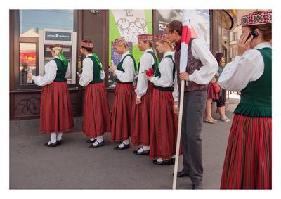 Танцоры уличная фотография люди город праздник