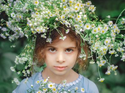 Грустный портрет портрет девочка цветы
