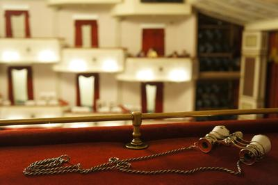 Театр.Бинокль.Красный бархат. малый, театр, театральный, бинокль, бархат, зрительный зал, спектакль
