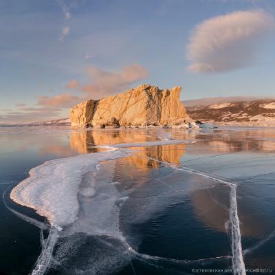 Золотой остров Байкал Малое Море лед зима