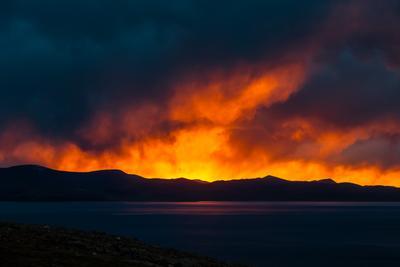 Пылающий закат Пейзаж Тибет озеро Намцо закат