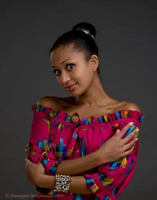Про девушку Ксюшу, которая фотографировалась, фотографировалась, но так и не выфотографировалась :) девушка тёмная красота