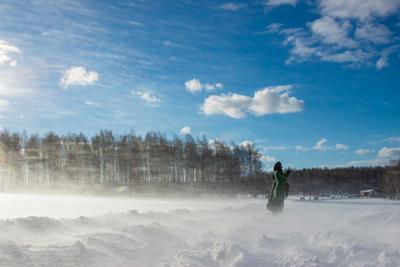 уральская вьюга снег вьюга зима девушка природа россиия