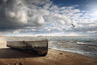 Пора в путь ! лодка волга осень пляж