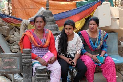 Nepalese women Непал Катманду непалки-непальцы Сваямбунатх